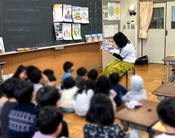 絵本「おまつりおばけめぐり」 世田谷区の小学校で読み聞かせ&すごろくの授業をしてきました!