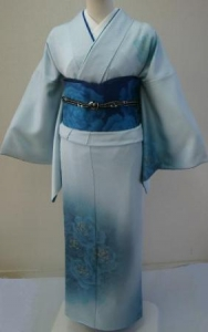 青い薔薇の着物