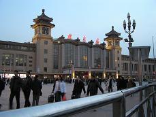 夕暮れの北京駅
