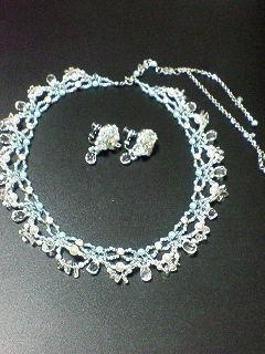 ネックレスとイヤリング。