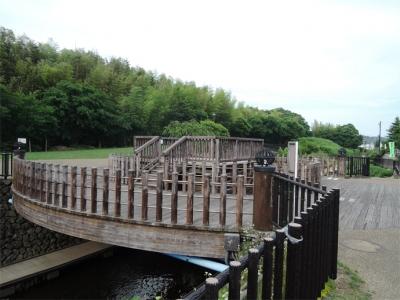 阿久和川集いの橋