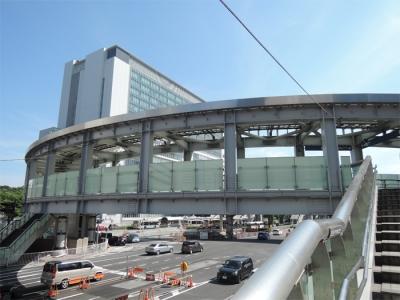 新横浜駅前サークル歩道橋