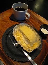 ロールケーキとコーヒーでティータイム!!