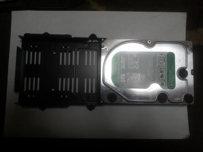 ケース付属のHDD用マウンタ3