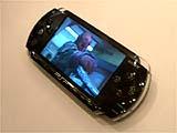 PSP:映画のデモ映像。液晶が非常にクリア。微細でなめらかでビックラした