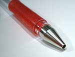 先が金属のボールペン。こいつでくりぬきます