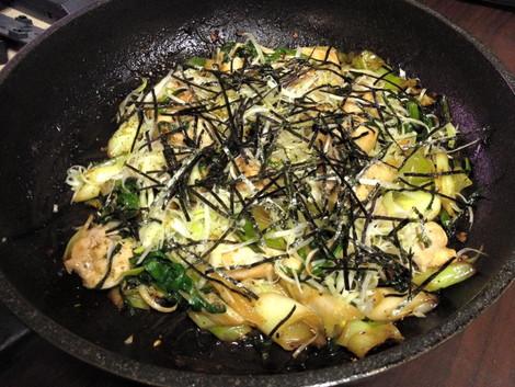 鶏肉・ネギ・ニラの生姜ニンニク醤油炒め