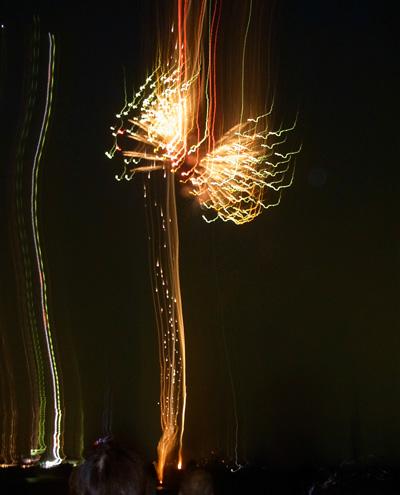 ひょ〜〜〜ドロドロドロドロ・・・花火のストリーム