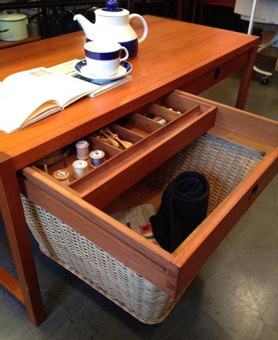 チークコーヒーテーブル、ソーイングテーブル、北欧ヴィンテージ、デンマーク