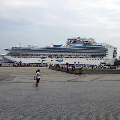 横浜、みなとみらい、赤レンガ倉庫、夜景、ネオン、豪華客船