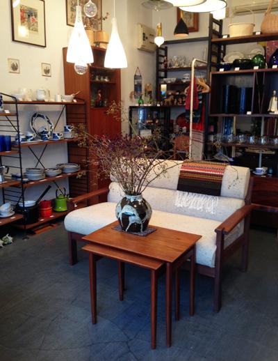 くつろぎリビング、ヴィンテージ家具、ソファ、サイドボード、ネストテーブル、北欧、レトロ家具