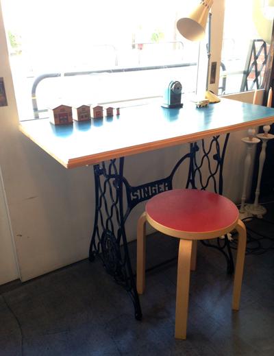 リメイクテーブル、ミシン脚、シンガーミシン、アアルト、スツール60、ヴィンテージ、北欧、鉄脚テーブル