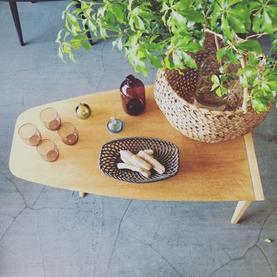 ヴィンテージ、コーヒーテーブル、モダンデザイン、ミッドセンチュリー、アメリカ、3本脚、アイロン型