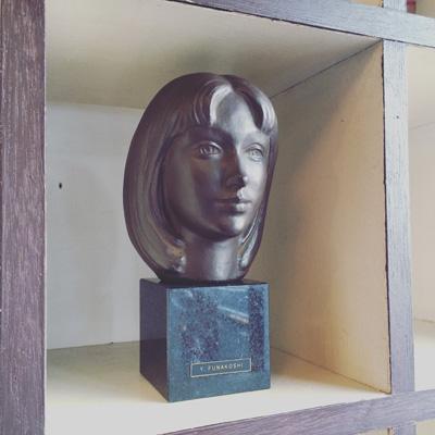 彫刻家船越保武のブロンズ像「K嬢」
