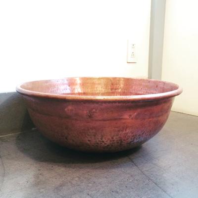 使い込まれた銅さわり鍋、古道具、経年変化、秋色