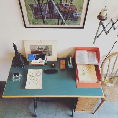 ナンセンスリメイク、ミシン脚テーブル、秋の書斎ヴィンテージスタイル、