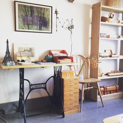 ナンセンスリメイク、ミシン脚テーブル、秋の書斎ヴィンテージスタイル