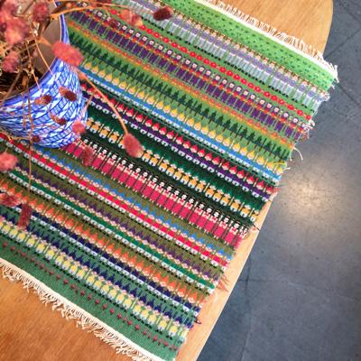 スウェーデンの伝統織、ブンデンローゼンゴングのヴィンテージタペストリー