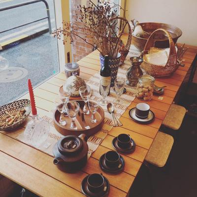 グランピングをイメージしたテーブルコーディネート、秋のインテリア