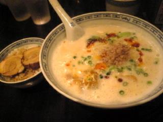 新記 台場店「坦々麺&チャーシューご飯」
