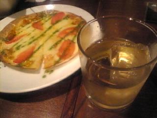 Foodiun Bar一瑳 新橋店「バーボンソーダてピザ」