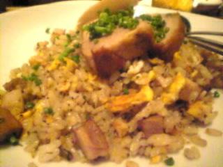 もつ鍋と串焼 ひそか(hisoka)新橋烏森店「豚肉のチャーハン」