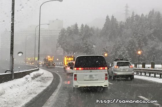 関越道を走っていたら前方に除雪車