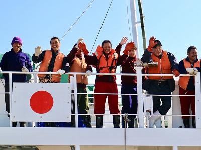 マグロ漁船に乗り組むインドネシア船員
