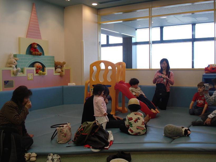 床がクッションになっているので小さな子供も安心