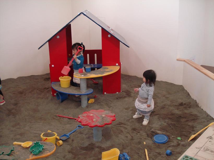 室内でも充実した砂場遊びができます
