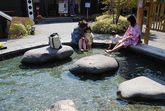足湯でのんびり・・赤ちゃんも一緒に♪