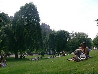 公園でくつろぐ。