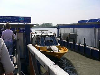 ベニスの空港ボート