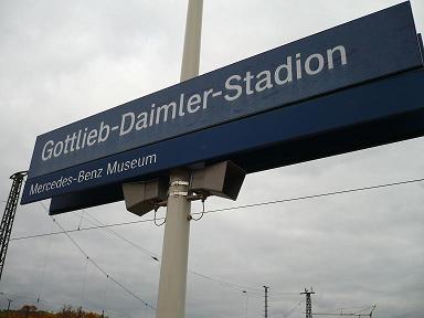 駅名にもメルセデス・ベンツ博物館の表示が。