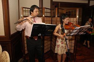 友人夫婦がフルートとバイオリンを演奏してくれました。