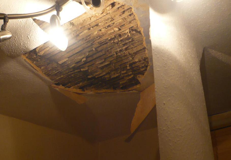 天井が落ちてきた