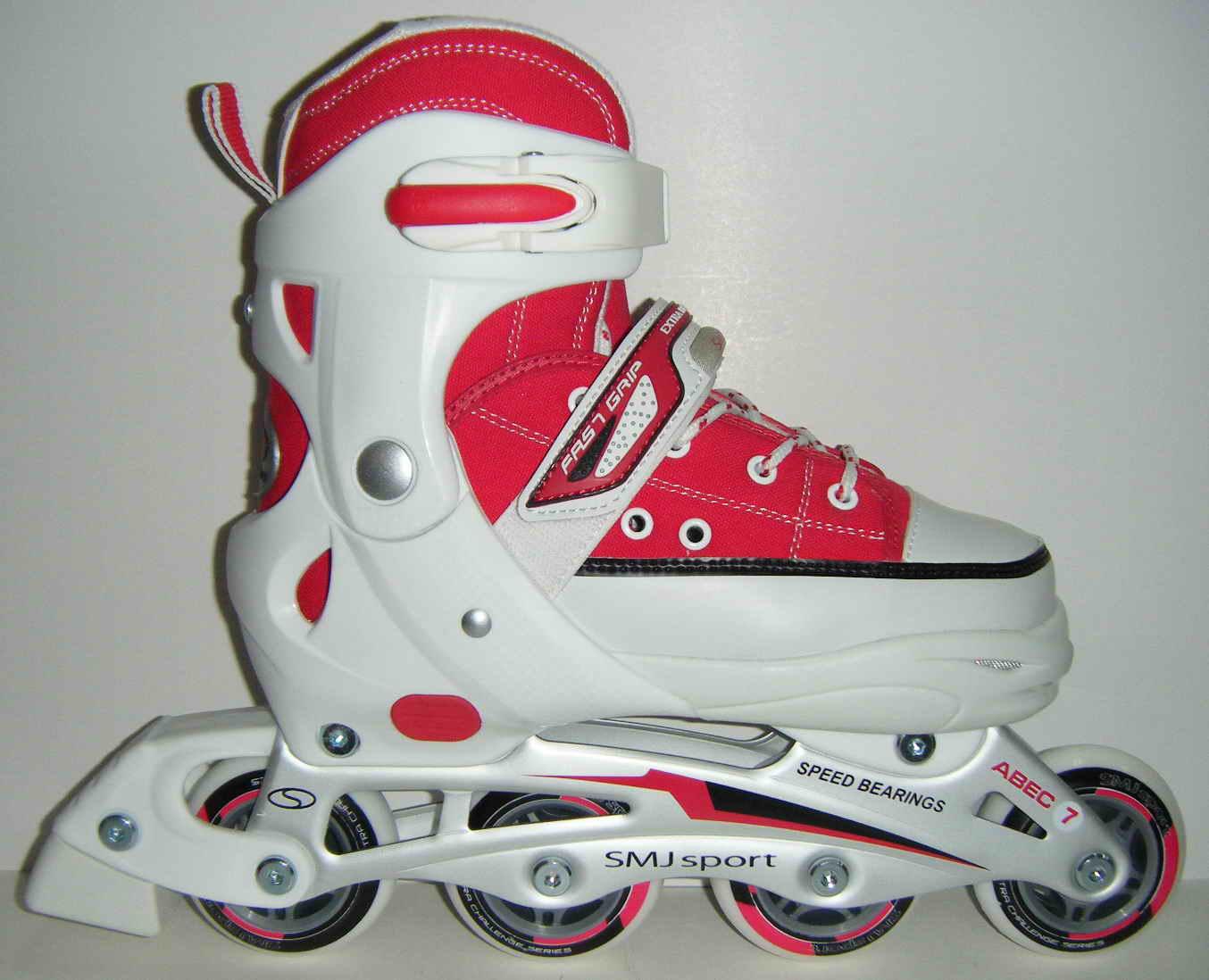 ピンクのインラインスケート