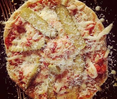 ブランチのピザ。