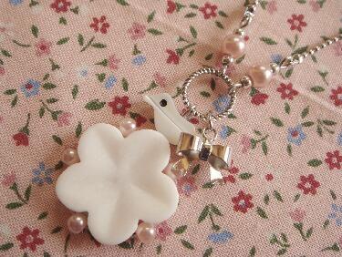 お花とリボンのネックレス