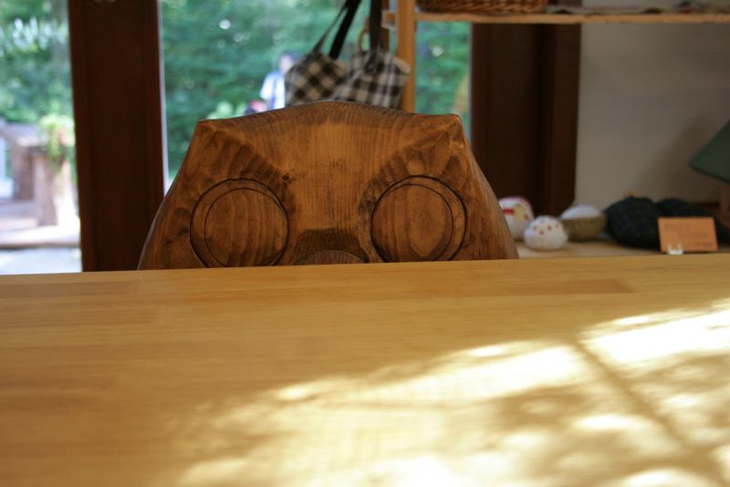 椅子の彫り物、フクロウ