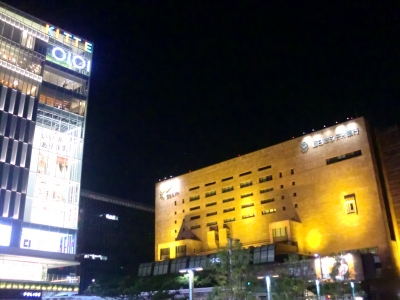 夜の博多駅前2