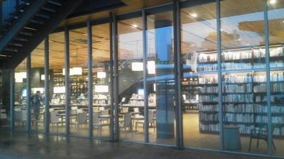 徳山駅前図書館01