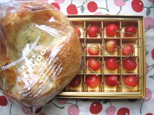 170518パンとさくらんぼ