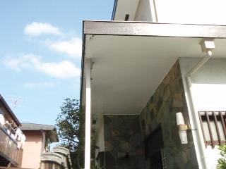 屋根の裏側の穴(軒天)