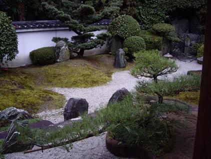 東福寺霊雲院の石庭