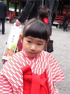 袴の由依001