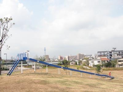 中川右岸緑道公園のすべり台