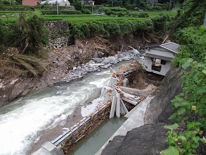 7月豪雨被害隈の上川の用水施設