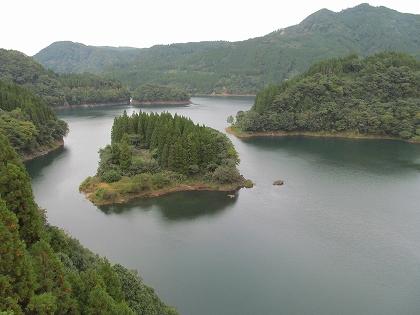 下筌ダム湖新池の山橋から下流