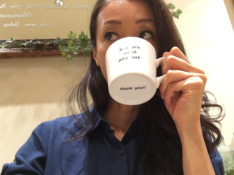 カフェでお茶してる私です♪